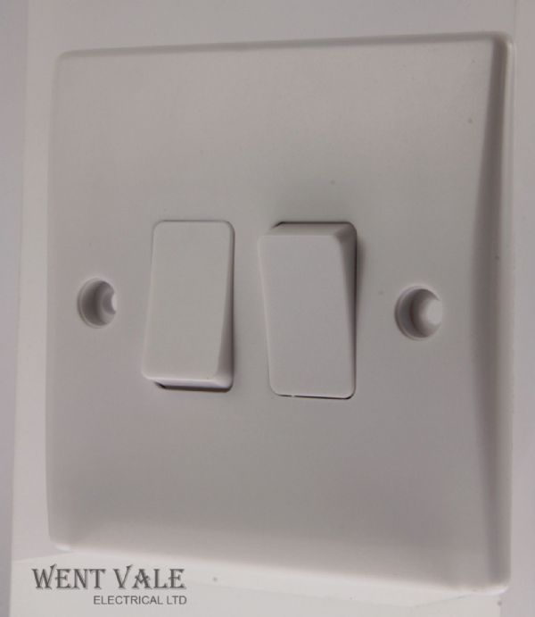 GET Ultimate Slimline - GU1022 - Moulded - 16a Two Gang, Two Way Switch New